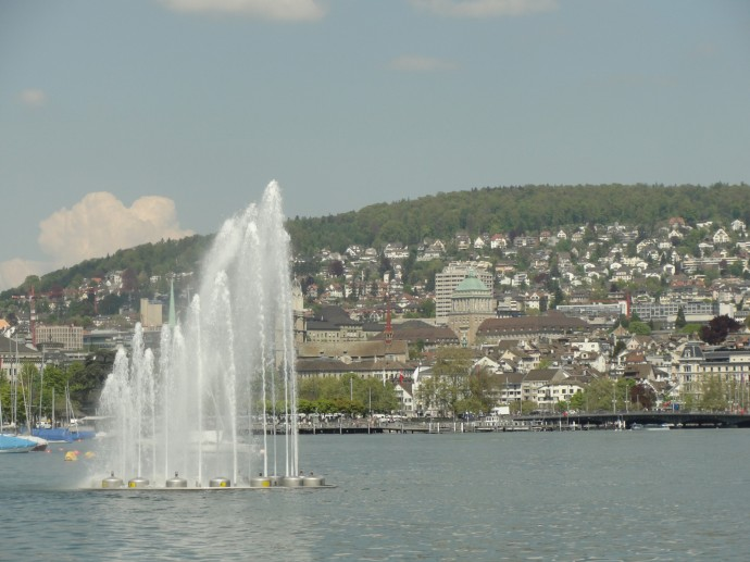 The dancing fountains of Lake Zurich