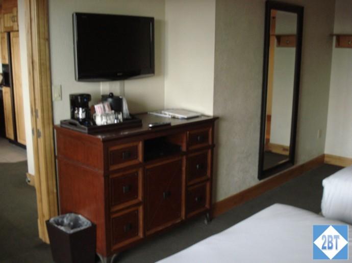 Grand Summit Bedroom #2 TV & Storage