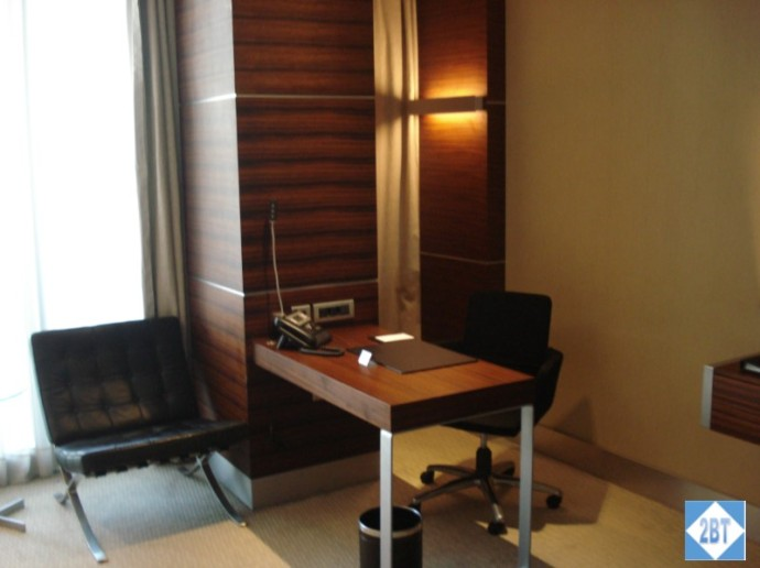 Swissotel Desk
