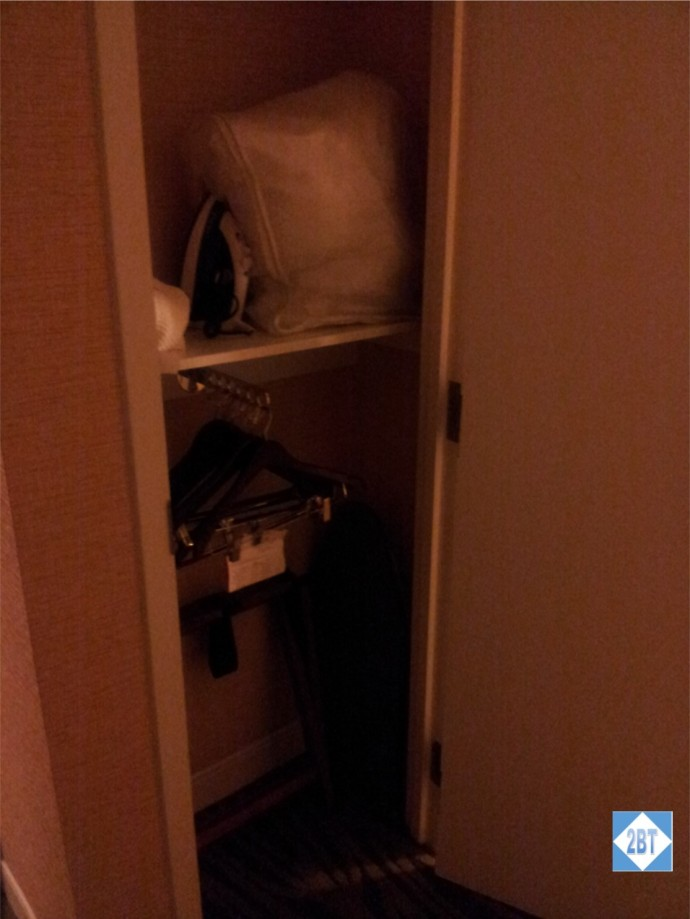 Crowne Plaza LAX Room 1623 Closet - note the low hanging rack