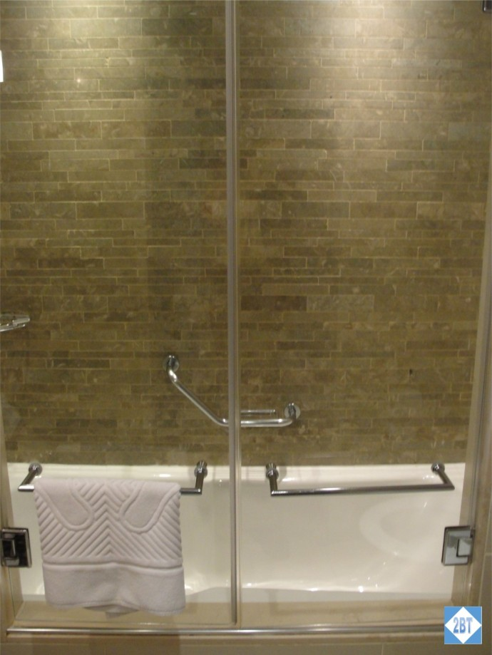 Radisson Blu Istanbul Twin Room Shower & Tub