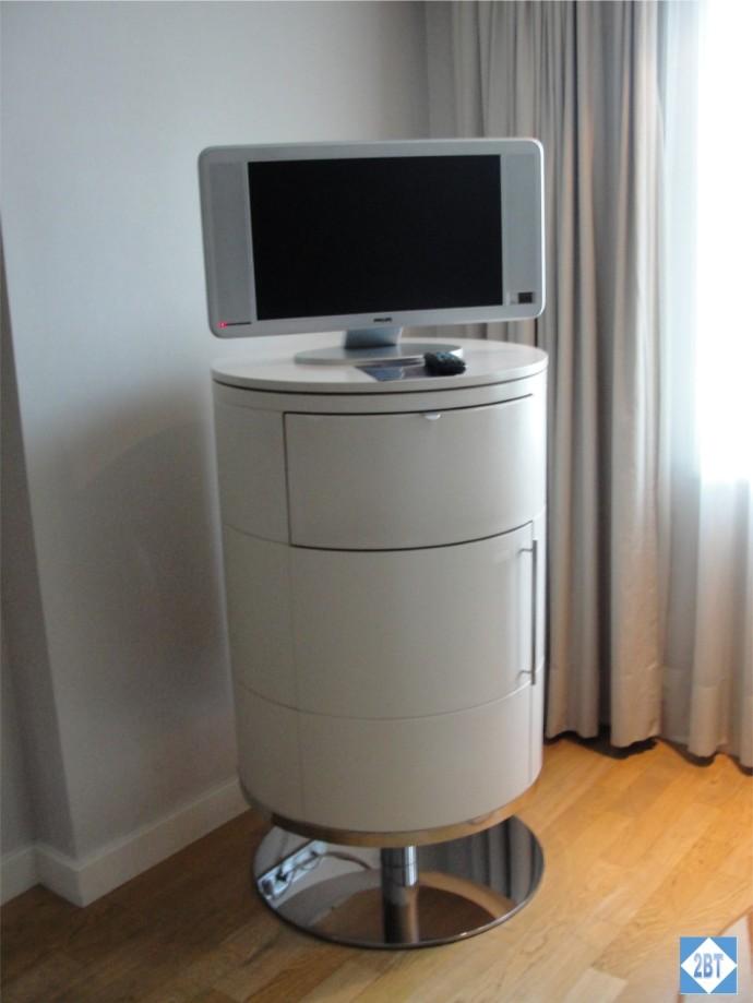 Radisson Blu Istanbul Twin Room TV Stand