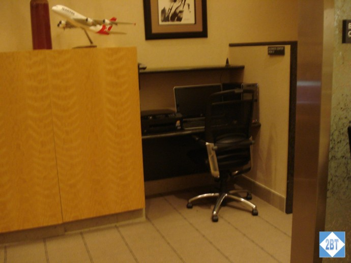 Qantas Lounge DFW Business Center