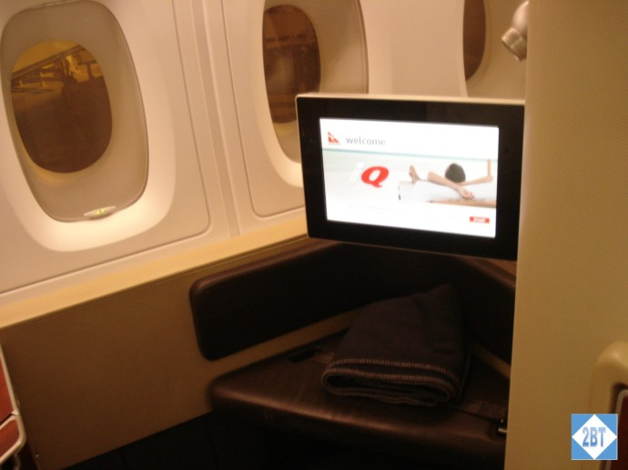 QF 8 3A Ottoman, Monitor and Blanket