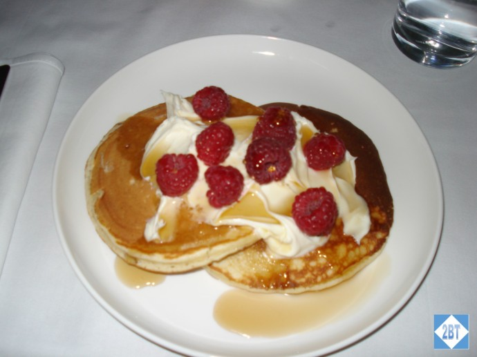 Buttermilk pancakes with raspberries, mascarpone and maple syrup