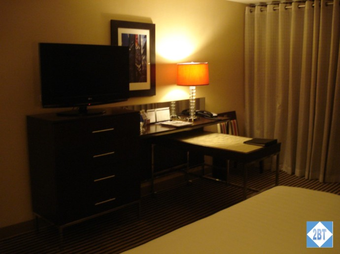 Hyatt Regency DFW Chest, TV and Desk