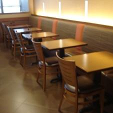 hp-mke-airport-breakfast-seating-1