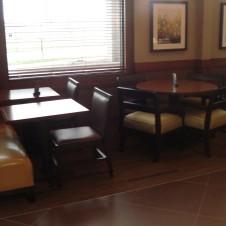 hp-mke-airport-breakfast-seating-3