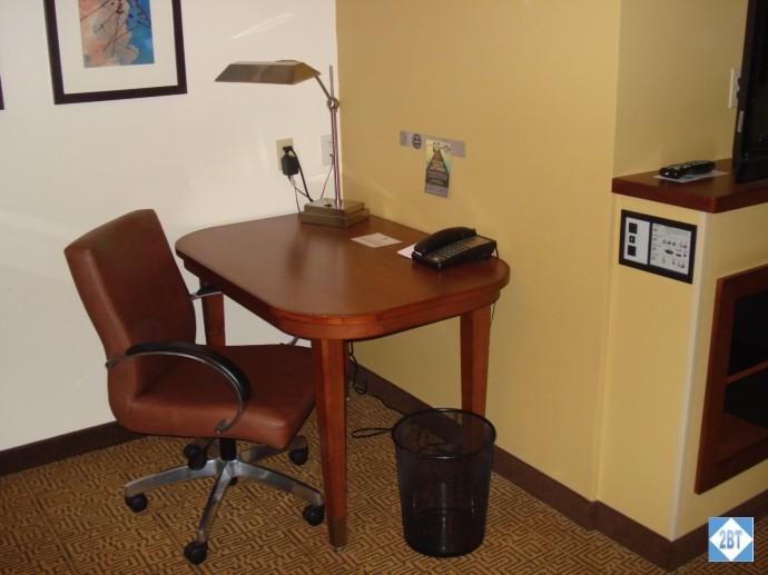 hp-mke-airport-desk