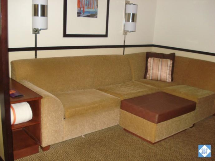 hp-mke-airport-sofa