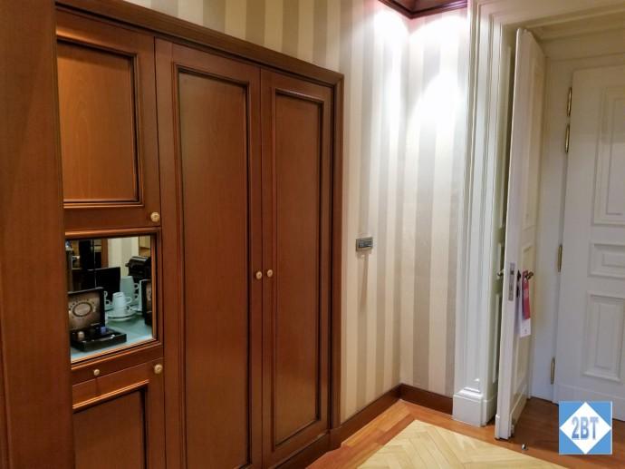 boscolo-jr-suite-closet-exterior