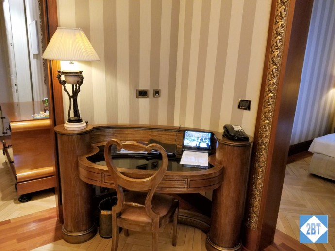 boscolo-jr-suite-desk