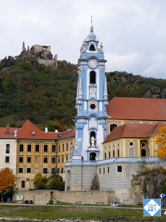 The Blue Church with the remains of Dürnstein Castle up on the hill