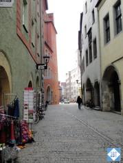 reg-narrow-street