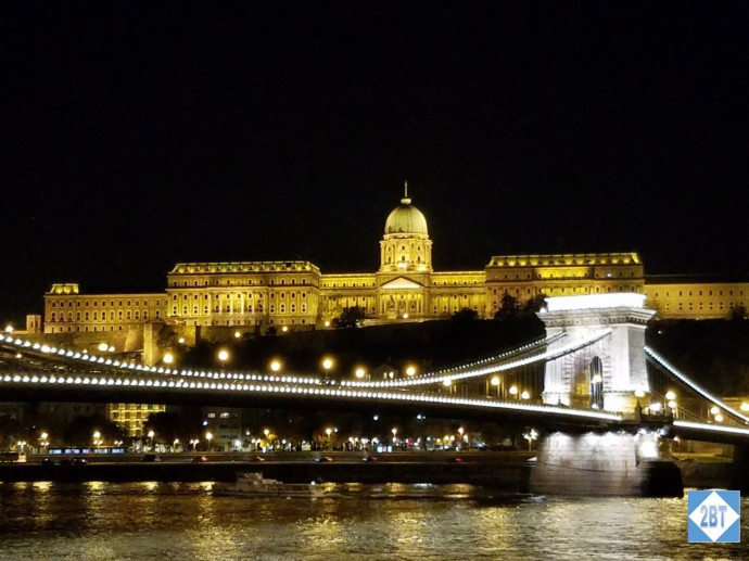 bud-buda-castle-and-chain-bridge-by-night-from-the-river