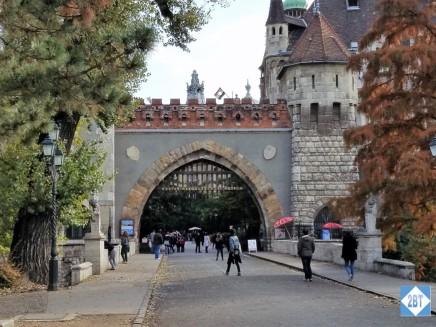 bud-vajdahunyad-castle-entrance