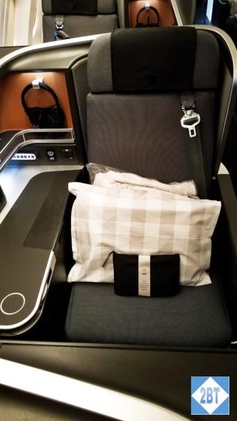 SAS Window Seat with Window-side Armrest