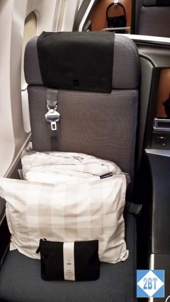 SAS Window Seat with Aisle Armrest